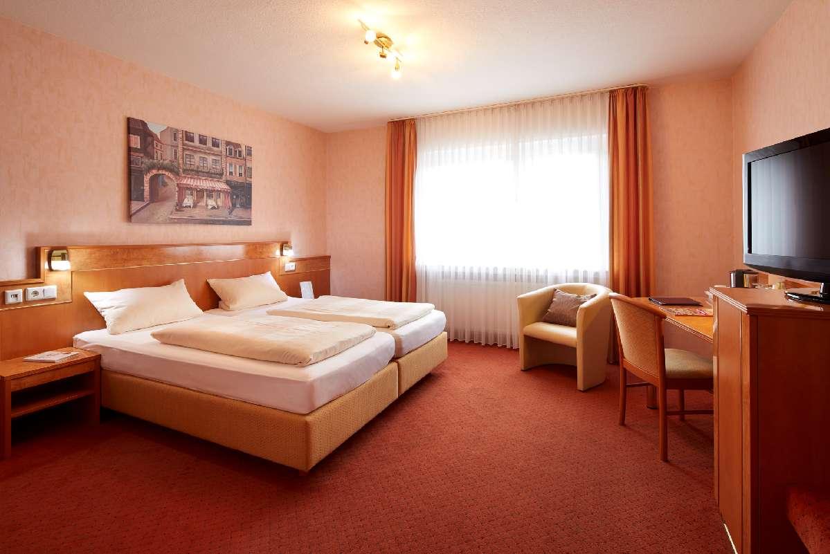 Rotes Komfortzimmer im Hotel Heideresidenz Paderborn
